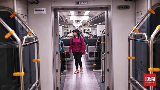 Pada tahap awal ini, perjalanan kereta baru melayani tiga stasiun yaitu Sudirman BNI City, Batu Ceper dan Soekarno-Hatta. Sebaliknya, keberangkatan dari Stasiun Bandara Soekarno-Hatta menuju Sudirman BNI City di mulai pada pukul 06.10 pagi dan berakhir pukul 23.10 malam. Jakarta. Selasa, 26 Desember 2017.CNN Indonesia/Andry Novelino
