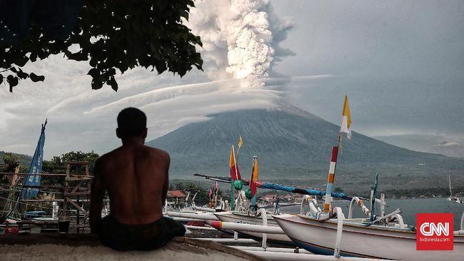 Erupsi Gunung Agung Picu Hujan Abu, Bali Disebut Masih Aman