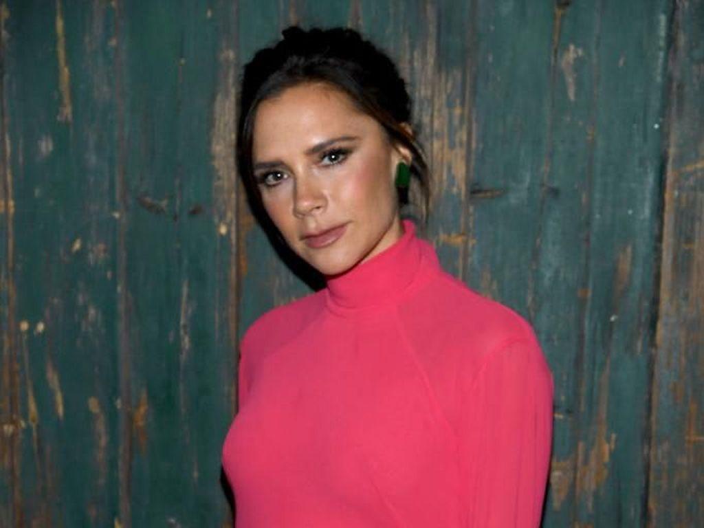 Victoria Beckham Dikecam Netizen Karena Tampilkan Model Terlalu Kurus