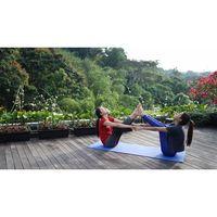 Aktris yang berparas oriental, Natasha Wilona, memajang fotonya saat sedang melakukan yoga bersama Susan Sameeh. (Foto: Instagram/natashawilona12)