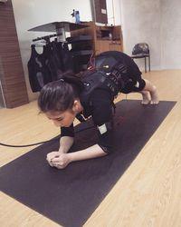 Sebagai salah satu duta 'Ayo Olahraga' Prilly Latuconsina tak hanya aktif berlatih kick boxing, tapi sesekali juga pergi ke tempat fitness. (Foto: Instagram/prillylatuconsina96)