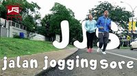 Untuk kamu-kamu yang sibuk, tetap sempatkan waktu untuk jogging keliling komplek perumahan ya seperti Joshua. Foto: Instagram @jojosuherman