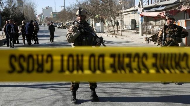 Sekitar 10 menit setelah ledakan pertama, menurut Ali, ada ledakan lain di jalanan dan disusul satu ledakan lainnya. (REUTERS/Omar Sobhani)