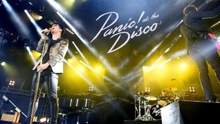 Panic! At The Disco Pamer Pemain Bas Baru di Konser Kejutan