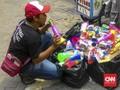 Harapan Penjual Terompet di Tengah Kabar Penularan Difteri