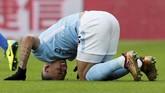 <p>Pada menit ke-23, giliran Manchester City kehilangan Jesus Gabriel setelah penyerang asal Brasil itu mengalami cedera lutut. (REUTERS/David Klein)</p>