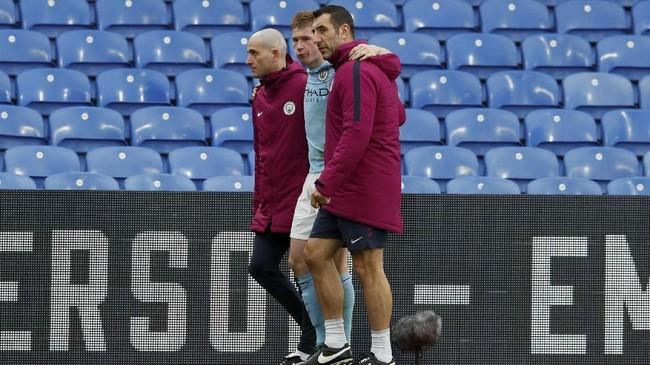 <p>Manajer Pep Guardiola tidak menyebutkan cedera yang dialami Kevin De Bruyne, tapi memastikan gelandang asal Belgia itu tidak mengalami cedera yang serius. (REUTERS/David Klein)</p>