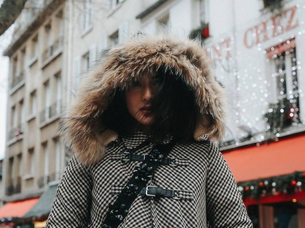 Foto: Kece Banget, Saat Dian Sastro Bergaya ala Fashion Blogger di Paris