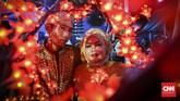 Pemerintah Provinsi DKI Jakarta menggelar acara nikah massal yang diikuti oleh 437 pasangan dari seluruh kelurahan yang ada di Ibu Kota. Ini merupakan bagian dari rangkaian acara perayaan malam Tahun Baru di Jakarta. (CNNIndonesia/Safir Makki)