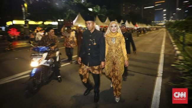 Anies pun berjanji akan terus melangsungkan acara nikah massal setiap menjelang tahun baru. Ia mengaku akan mempersiapkan acara yang lebih baik dan matang untuk tahun selanjutnya. (CNNIndonesia/Safir Makki)