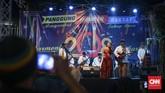 Panggung hiburan disediakan di beberapa titik untuk menyambut pergantian Tahun Baru 2018. Salah satu di antaranya digelar di kawasan Sarinah, Jakarta. (CNNIndonesia/Safir Makki)