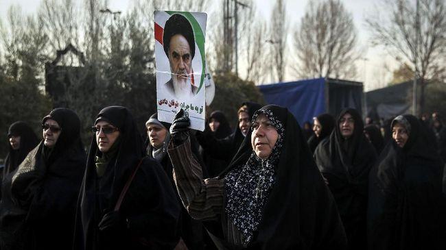 Protes Aturan Wajib Berhijab, Perempuan Iran Ditahan