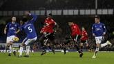 Lewat proses yang hampir sama, Manchester United menggandakan keunggulan melalui gol Jesse Lingard pada menit ke-81. (Reuters/Lee Smith)
