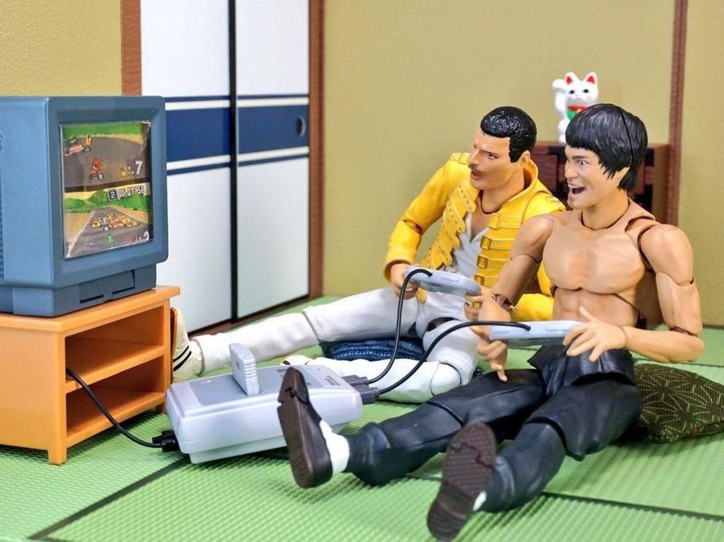 Saat keduanya seru-seruan bermain nintendo. (Dok. Twitter/@suekichiii)