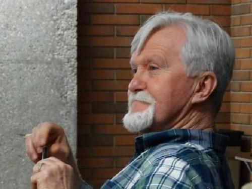 Patah Hati, Pria Ini Ogah Buka Kado Natal dari Mantan Pacar Selama 47 Tahun