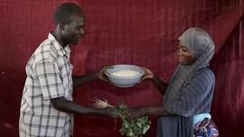 FOTO: Barter, Cara Korban Boko Haram Bertahan Hidup