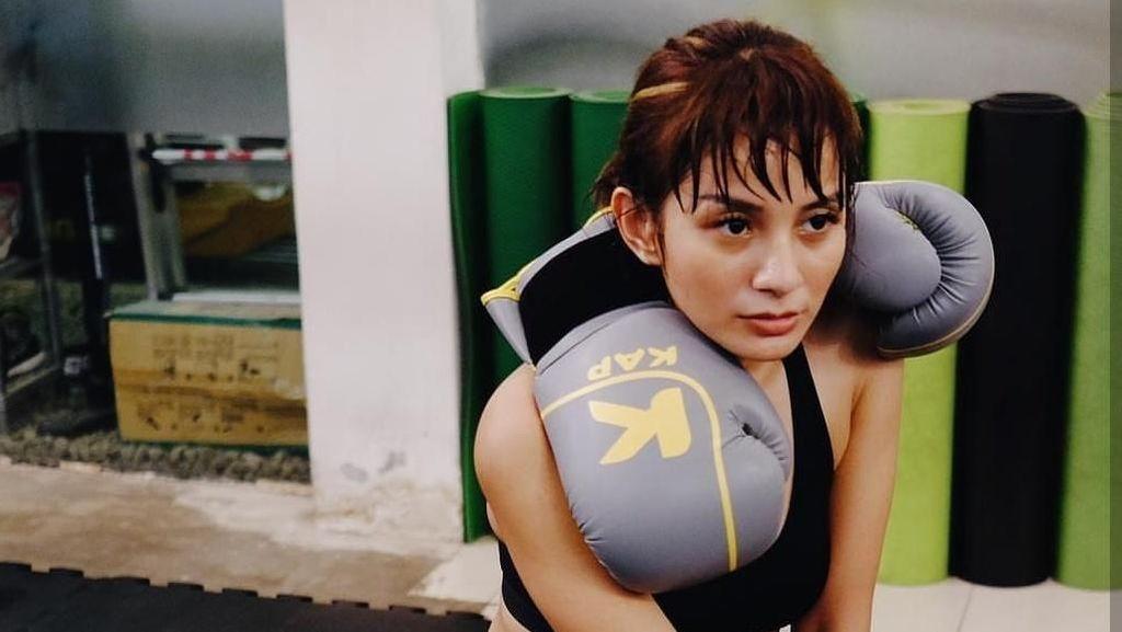 Gaya Mahmud Cantik Kirana Larasati Saat Lagi Olahraga