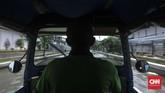 Air naik begitu cepat di permukiman warga Muara Angke. Sebelum kejadian, Pemprov DKI Jakarta berniat menyiapkan karung berisi pasir sebagai tanggul untuk sementara. (CNN Indonesia/ Hesti Rika)