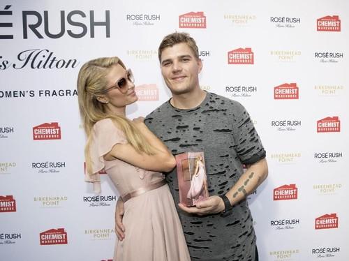 Paris Hilton Akan Gelar 3 Kali Pesta Pernikahan di Berbeda Benua