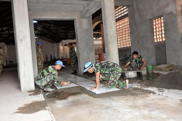 Prajurit TNI Perbaiki  Sarana Ibadah di Kongo