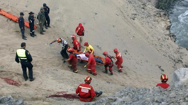 Menurut polisi, lokasi kejadian adalah zona kurva yang berbahaya. (REUTERS/Guadalupe Pardo)