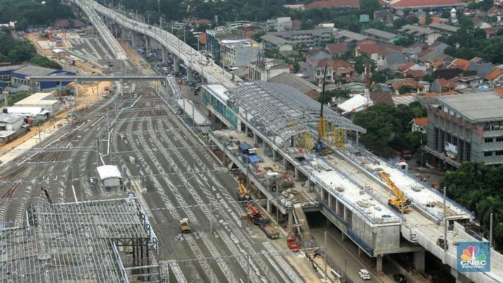 Foto aerial pembangunan Stasiun Mass Rapid Transit (MRT) Lebak Bulus, Jakarta, Jumat (29/12/2017). Pekerjaan konstruksi mass rapid transit (MRT) Jakarta fase I Lebak Bulus-Bundaran HI ditargetkan mencapai 90,14 persen pada akhir 2017.  MRT Jakarta fase I direncanakan beroperasi pada Maret 2019, Uji cobanya dimulai pada Agustus 2018 di Depo Lebak Bulus.