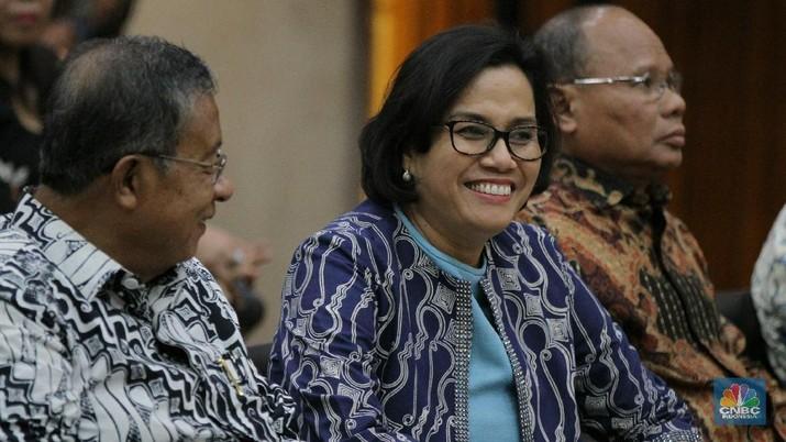 Menteri Keuangan Sri Mulyani menargetkan biaya logistik di Indonesia segera bisa turun antara 10-15%