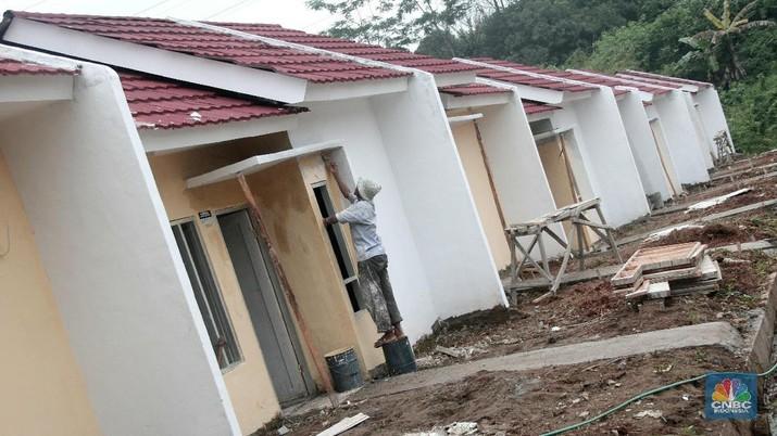 Awal Desember 2017, Kementerian Pekerjaan Umum dan Perumahan Rakyat (PUPR) mencatat capaian Program Satu Juta Rumah sebanyak 765.120 unit rumah, didominasi oleh pembangunan rumah bagi  masyarakat berpenghasilan rendah (MBR) sebesar 70 persen, atau sebanyak 619.868 unit, sementara rumah non-MBR yang terbangun sebesar 30 persen, sebanyak 145.252 unit. Program Satu Juta Rumah yang dicanangkan oleh Presiden Joko Widodo, sekitar 20 persen merupakan rumah yang dibangun oleh Kementerian PUPR berupa rusunawa, rumah khusus, rumah swadaya maupun bantuan stimulan prasarana dan utilitas (PSU), 30 persen lainnya dibangun oleh pengembang perumahan subsidi yang mendapatkan fasilitas KPR FLPP, subsisdi selisih bunga dan bantuan uang muka. Selebihnya dipenuhi melalui pembangunan rumah non subsidi oleh pengembang. Ketua Umum Asosiasi Pengembang Perumahan dan Pemukiman Seluruh Indonesia (Apersi) Junaidi Abdillah mengungkapkan, rumah tapak masih digemari kelas menengah ke bawah. Kontribusi serapan properti oleh masyarakat menengah ke bawah terhadap total penjualan properti mencapai 70%. Serapan sebesar 200.000 unit ini, akan terus meningkat pada tahun 2018 menjadi 250.000 unit.