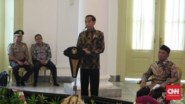 Hadiri Ultah PDI Perjuangan, Jokowi 'Berseragam' Merah