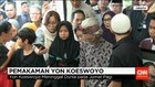 Musisi Legendaris Yon Koeswoyo Dimakamkan