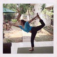 Yoga menjadi olahraga andalan Vanessa yang dilakukan secara rutin. (Foto: Instagram/vanessaangelofficial)
