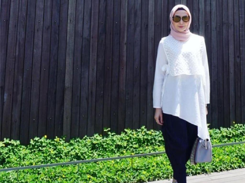 Ini Foto Pertama Fenita Arie di Instagram Setelah Putuskan Berhijab