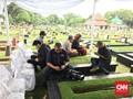 Penggemar Mulai Berdatangan ke Tempat Pemakaman Yon Koeswoyo