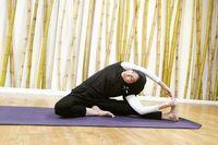 Untuk menjaga badan tetap fit, istri dari Desta, Natasha Rizki rutin melakukan olahraga lari. Selain itu, Natasha Rizki juga ikut kelas yoga. Foto: Instagram @natasharizkynew