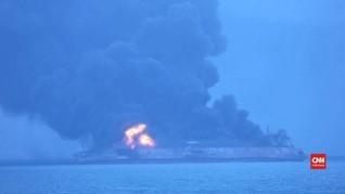 VIDEO:  Kapal Tanker Minyak Iran Terbakar Pasca Tabrakan