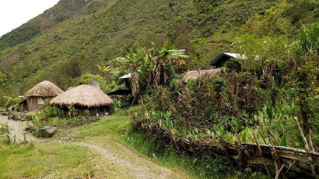 Menyambangi Kampung Adat di Wamena