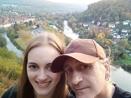 Pacaran Beda Usia 33 Tahun, Hubungan Wanita Ini dengan Keluarganya Hancur