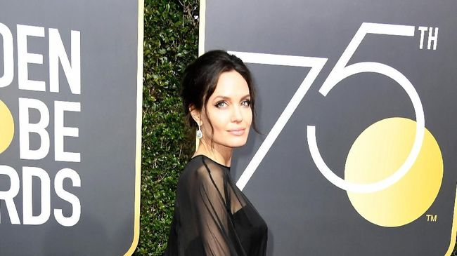 Angelina Jolie Diincar Marvel Main di Film 'The Eternals'