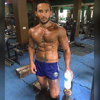 Sinon saja bisa olahraga dan membentuk tubuh kekar, kamu jangan mau kalah! (Foto: Instagram/sinonloresca)