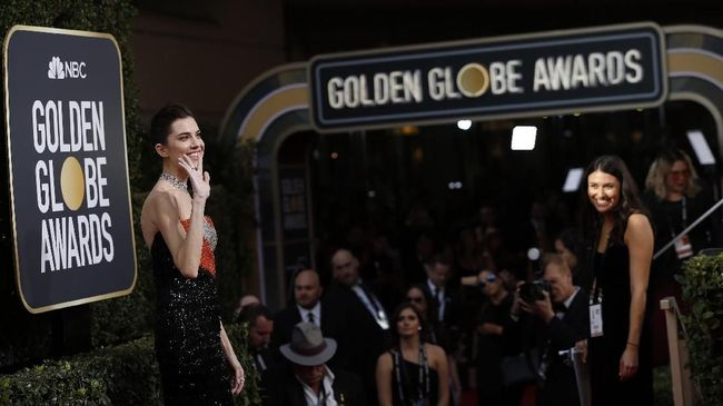 Pin 'Time's Up' Bertebaran di Jas Para Aktor di Golden Globes