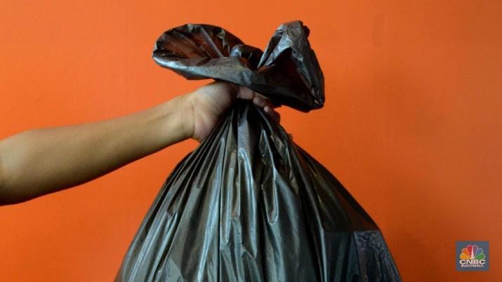 Kementerian Keuangan menargetkan rencana pengenaan cukai plastik kresek bisa diimplementasikan pada kuartal pertama tahun ini.