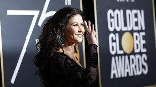 10 Busana Hitam yang Mencuri Perhatian di Golden Globe Awards