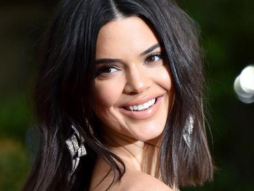 Intip Cara Kendall Jenner Dandan Cantik Hanya 5 Menit 1