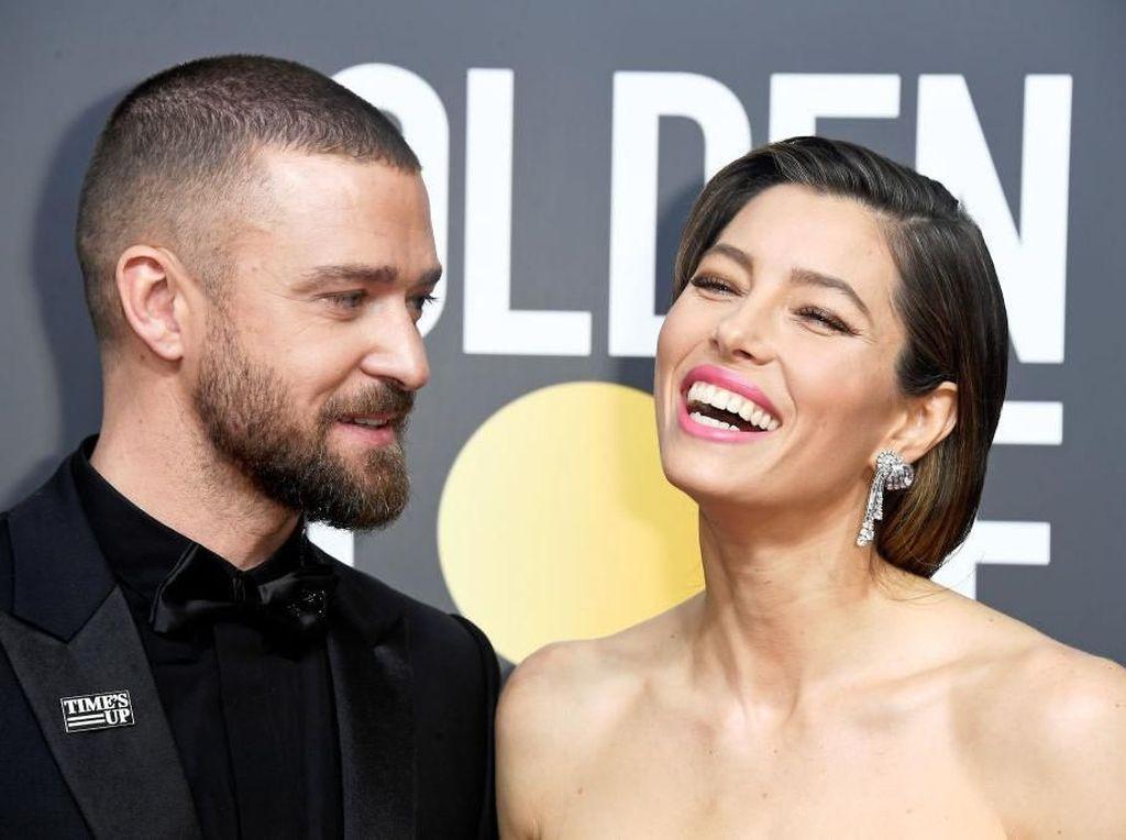Foto: Gaya Seleb di Golden Globes 2018 Pakai Bros Antipelecehan Seks