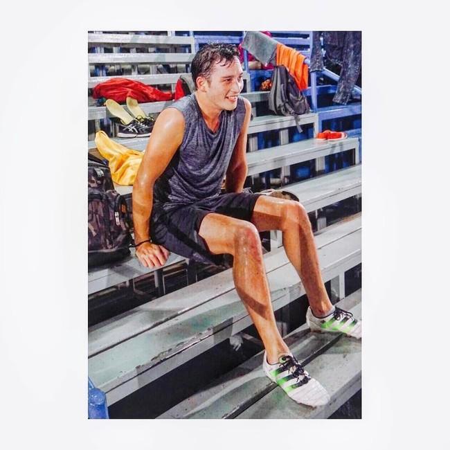Foto: Kekarnya Mike Lewis yang Rajin Olahraga Meski Usia Mendekati Kepala Empat