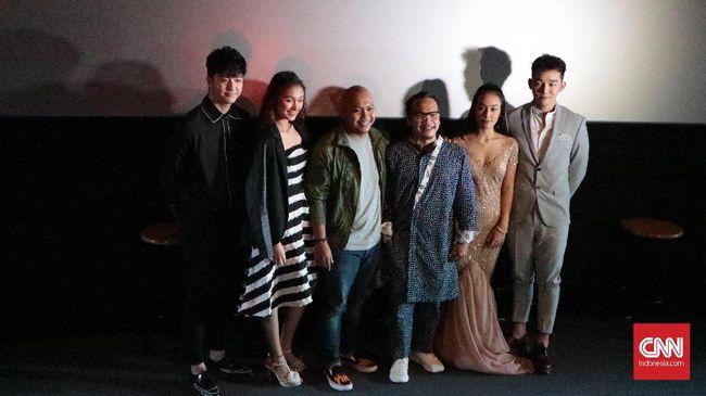 Artis K-pop Thunder Main Film 'Forever Holiday in Bali'