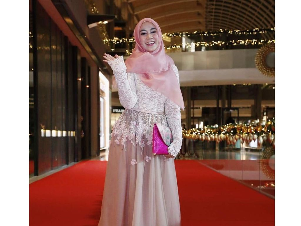 Foto: 7 Inspirasi Gaya Hijab Anisa Eks Cherrybelle untuk ke Pesta