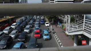 VIDEO: Rambu Dicabut, Motor Mulai Melintas di Jalan Thamrin