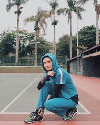 Mohammad Tria Ramadhani atau yang disapa Tria sang vokalis The Changcuters memiliki istri yang berparas cantik dan bertubuh ramping. Ialah Dhatu Rembulan. Wanita berhijab ini juga gemar berolahraga secara rutin demi kesehatan tubuhnya. (Foto: Instagram/@dhaturembulan)