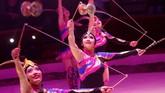 <p>Menurut Eugene Chaplin, sirkus memiliki nilai pertunjukan yang besar. Dan salah satu yang terpenting menurutnya adalah sirkus memiliki sejumlah emosi yang menular ke penonton. (REUTERS/Bernadett Szabo)</p>